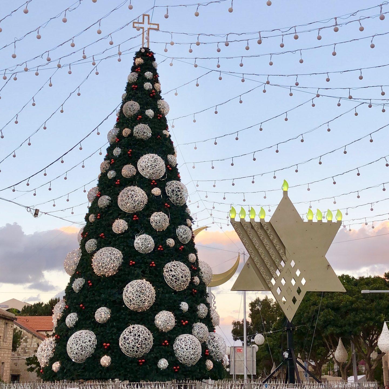 עץ אשוח חנוכיה סהר החג של החגים חיפה