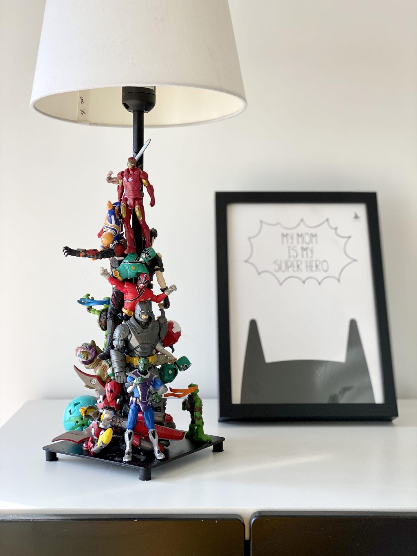 עשה זאת בעצמך מנורת גיבורי על diy superheroes lamp