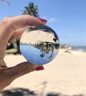 טיול רומנטי בחיפה טיילת בת גלים כדור זכוכית