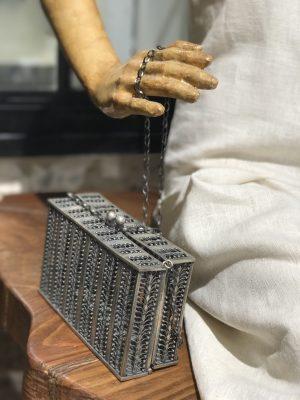 תיק בעבודת יד צורפות בית האופנה משכית