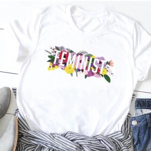 חולצת טי עם הדפס פמניסטי