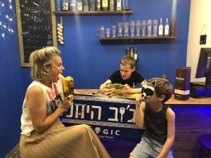 חופשה עם ילדים בחיפה חדר בריחה הג׳וב היווני חיפה צילום שירי ויצנר
