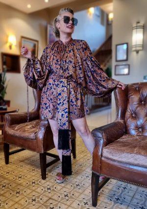 בלוגרית אופנה שירי ויצנר לובשת שמלת סולטנה של המעצב אריאל טולדנו במלון קולוני חיפה
