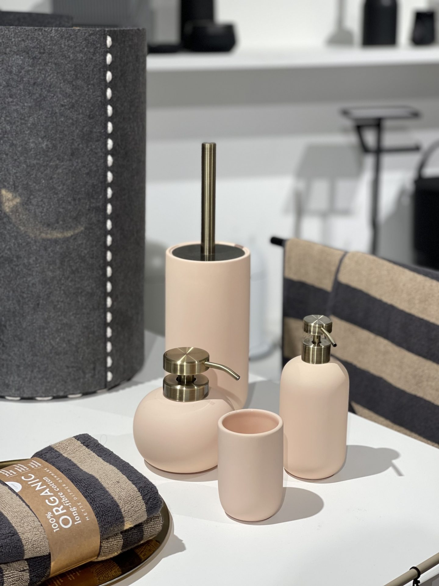 אביזרים לחדר אמבטיה טולמנס דוט במתחם העיצוב רידיזיין redesign13