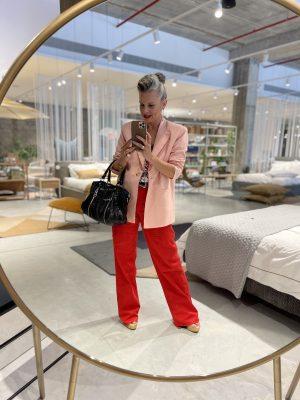 שירי ויצנר סלפי מראה חנות טולמנס דוט במתחם העיצוב רידיזיין redesign